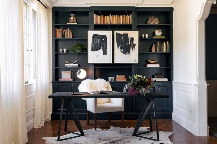 черная акцентная стена в дизайне домашнего офиса