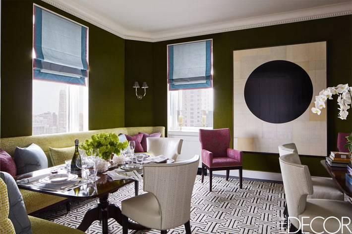 дизайн комнаты с зелеными стенами из бархата