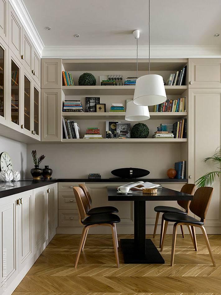 рабочий стол с книгами, совмещенный с кухней фото