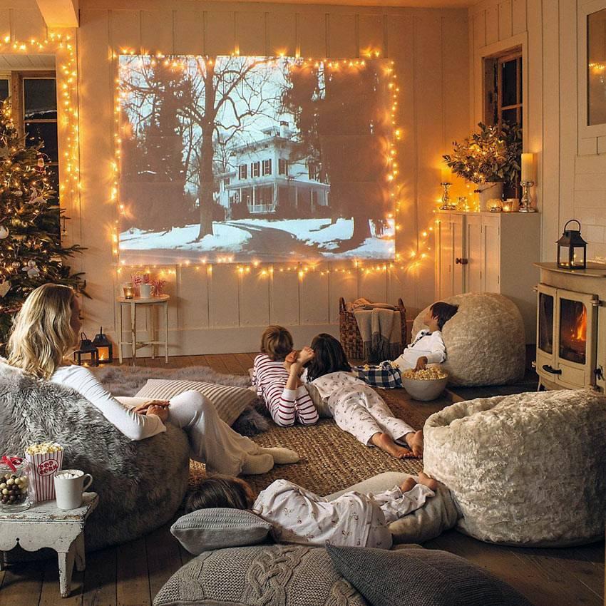 домашний кинотеатр с проектором в интерьере гостиной