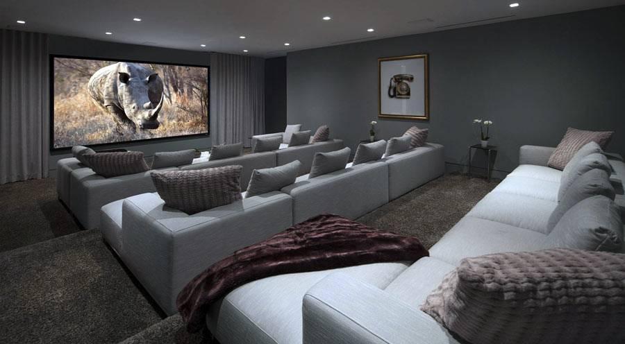 каскадные подиумы для диванов в кинотеатре на дому