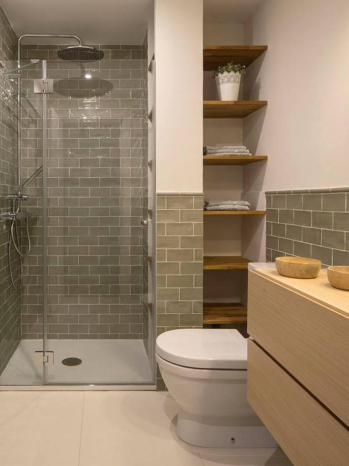 открытые полки в ванной для хранения полотенец фото