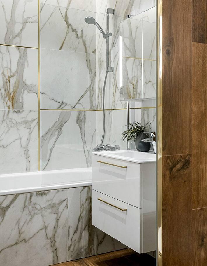 мраморная плитка и дерево в дизайне ванной комнаты фото