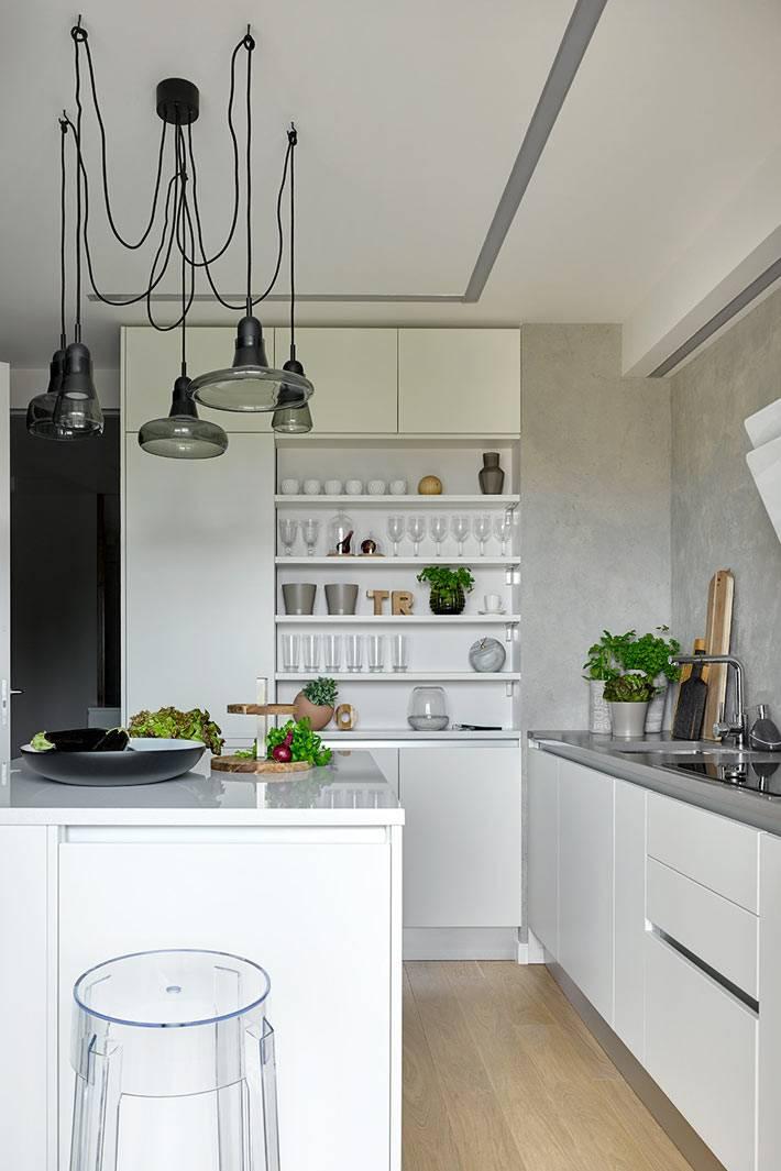дизайн кухни с островом и открытыми полками фото