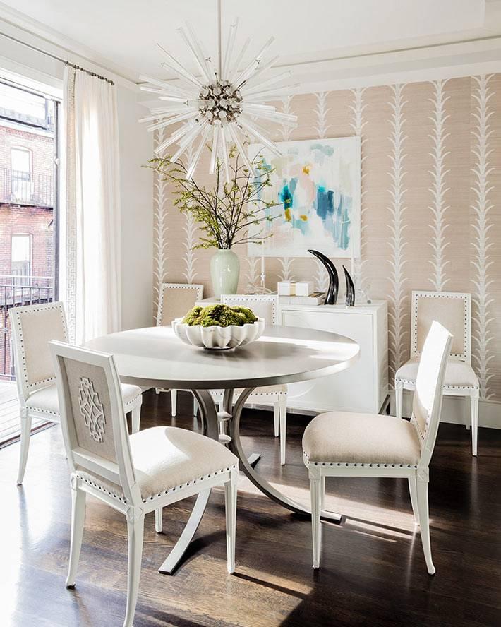 бело-розовые цвета в оформлении столовой зоны фото