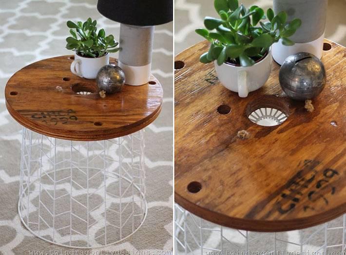 стол с ажурным основанием как подставка для цветов