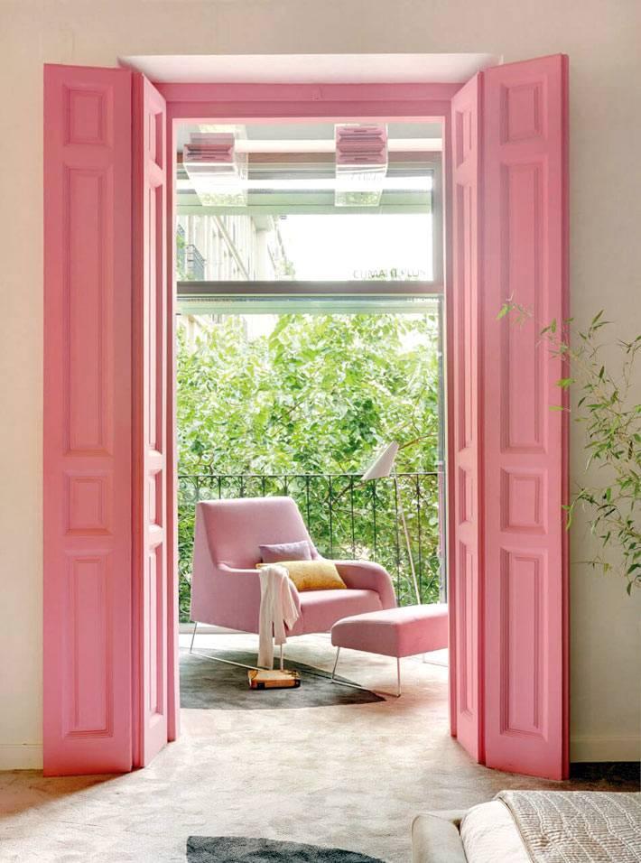 бледно розовый цвет двери на балкон фото