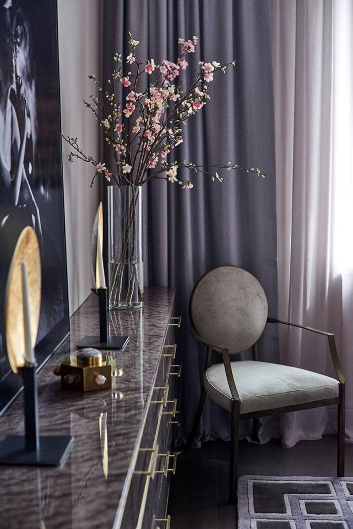 мебель для спальни в строгих серых оттенках