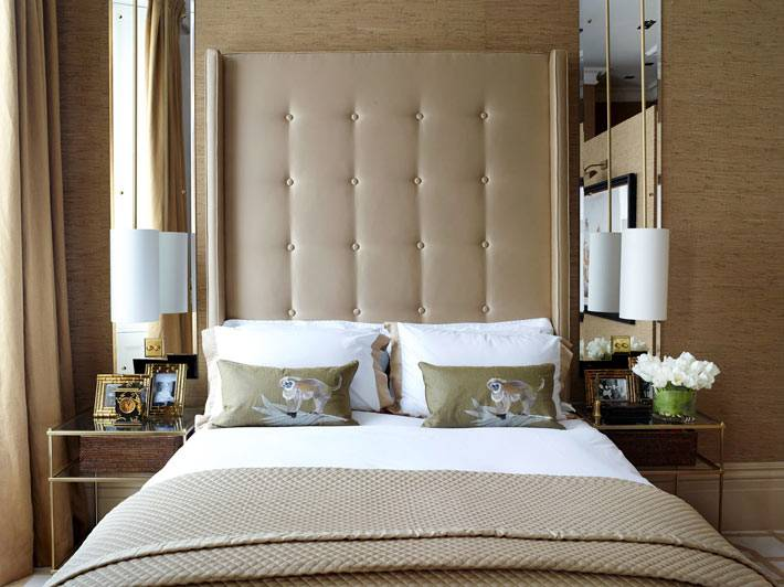 кровать с высоким кожаным изголовьем фото