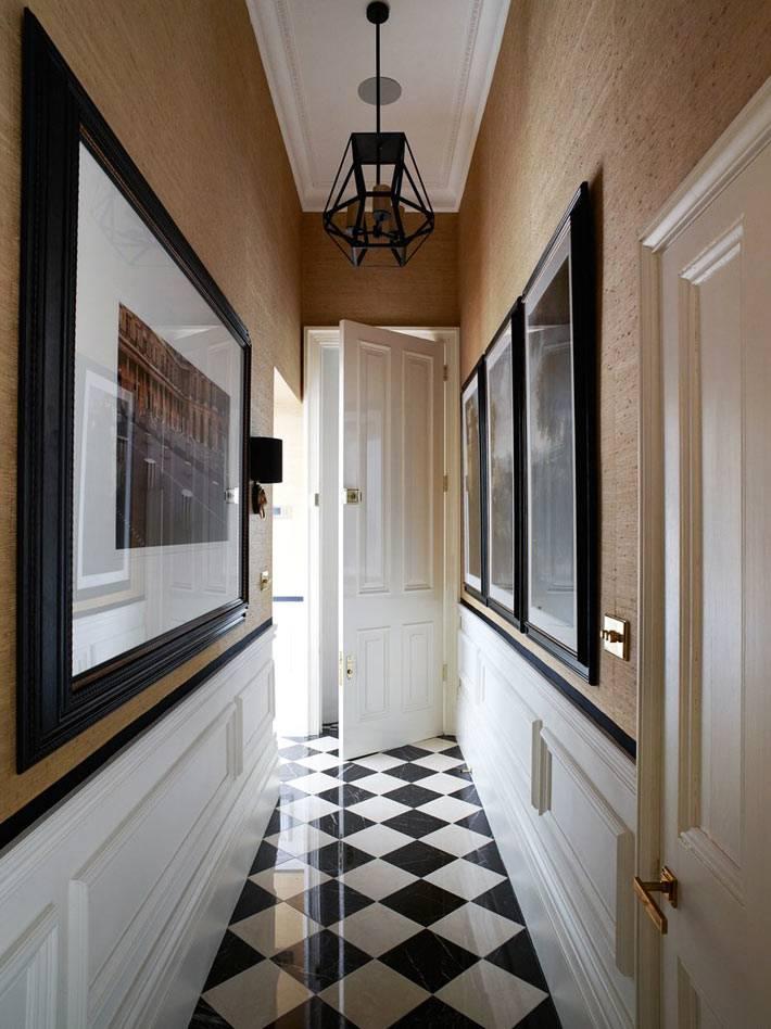 шахматный порядок плитки на полу в коридоре фото