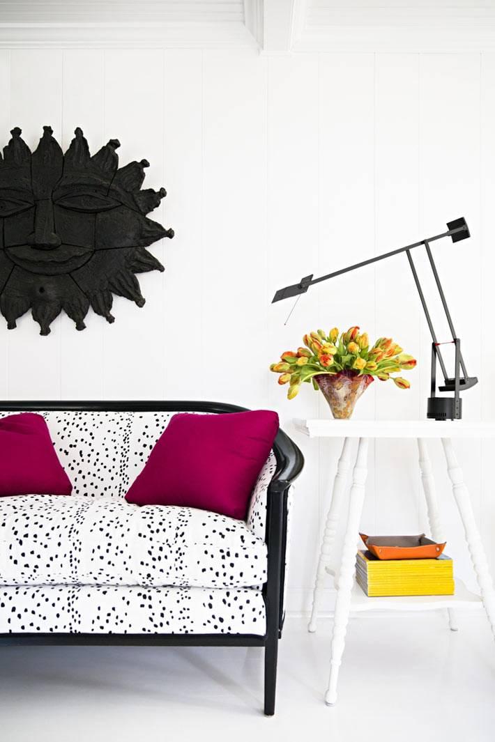 диван для дома в расцветке далматинец фото
