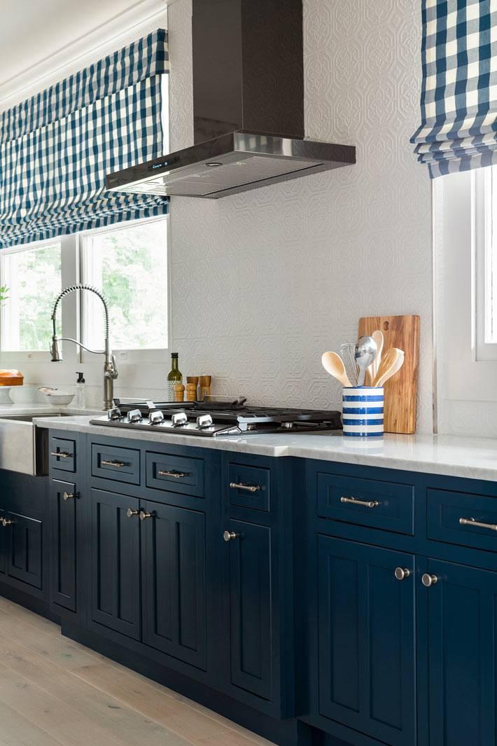 белая мраморная рабочая поверхность на кухне фото