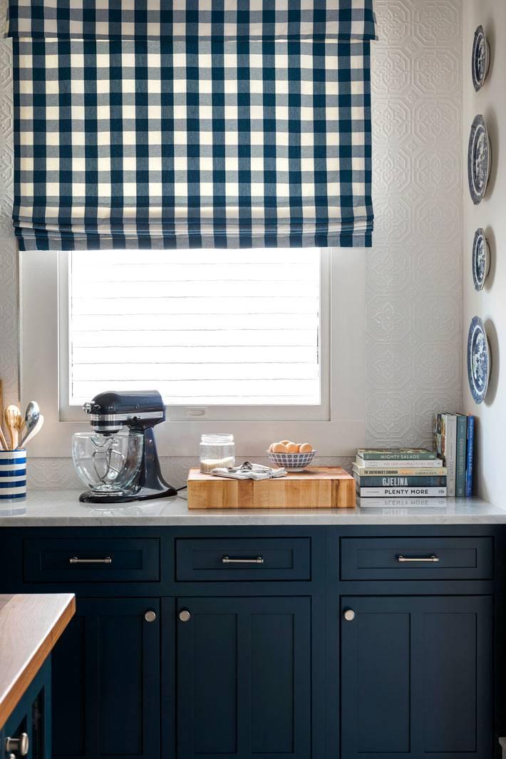 кухонные аксессуары в бело-синем исполнении фото