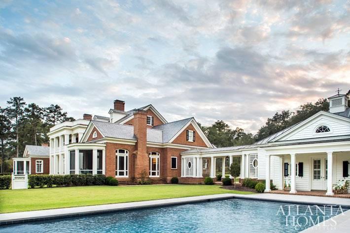 большое имение в сша с бассейном на заднем дворе