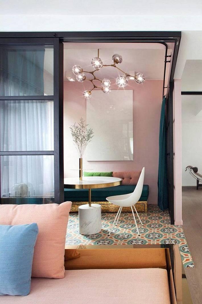 визуальное разделение комнат с помощью облицовки плиткой пола