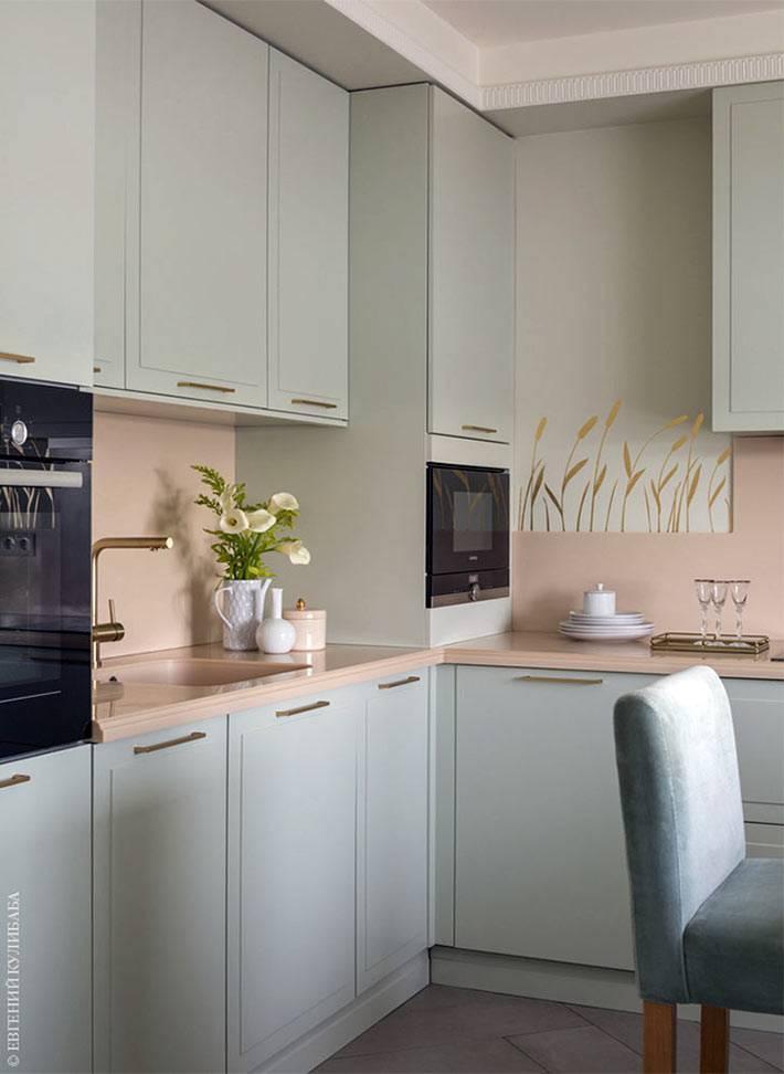 лаконичный дизайн кухни в пастельных оттенках фото