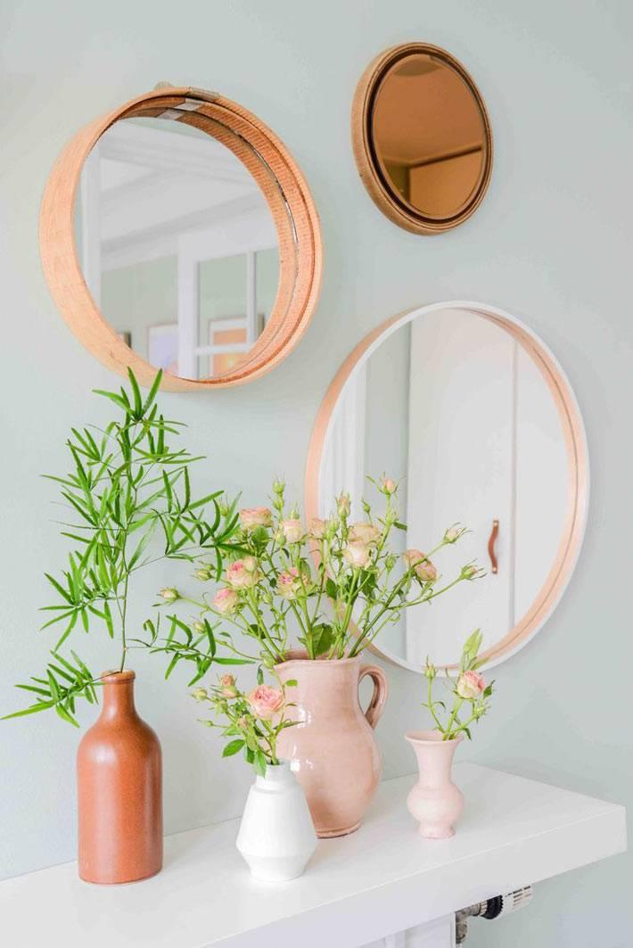 круглые маленькие зеркала в деревянных рамах и в пяльцах