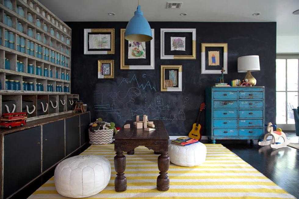 детская игровая комната с меловой стеной для рисования мелом