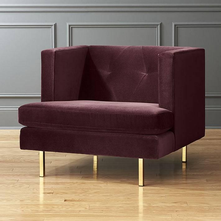модное квадратное кресло из вельвета на латунных ножках