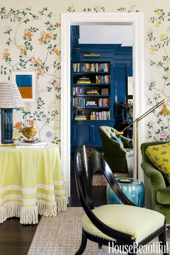 маленькие придиванные стилики в гостиной комнате фото