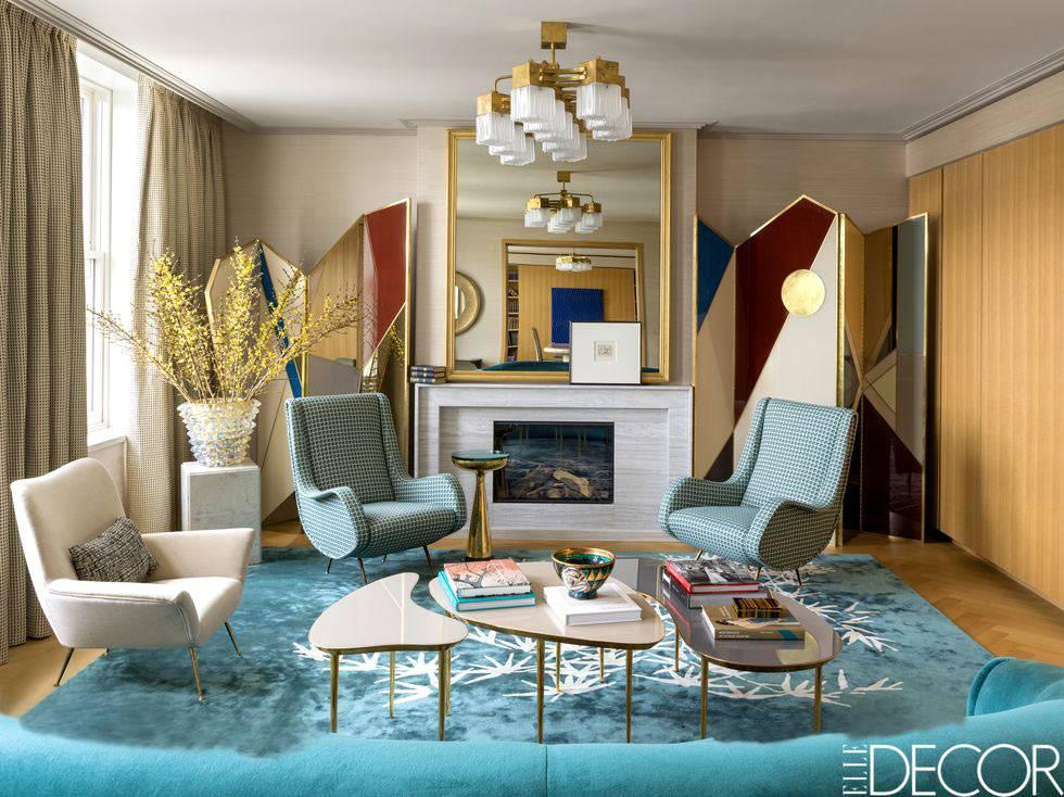 гламурная атмосфера в интерьере гостиной с винтажной мебелью