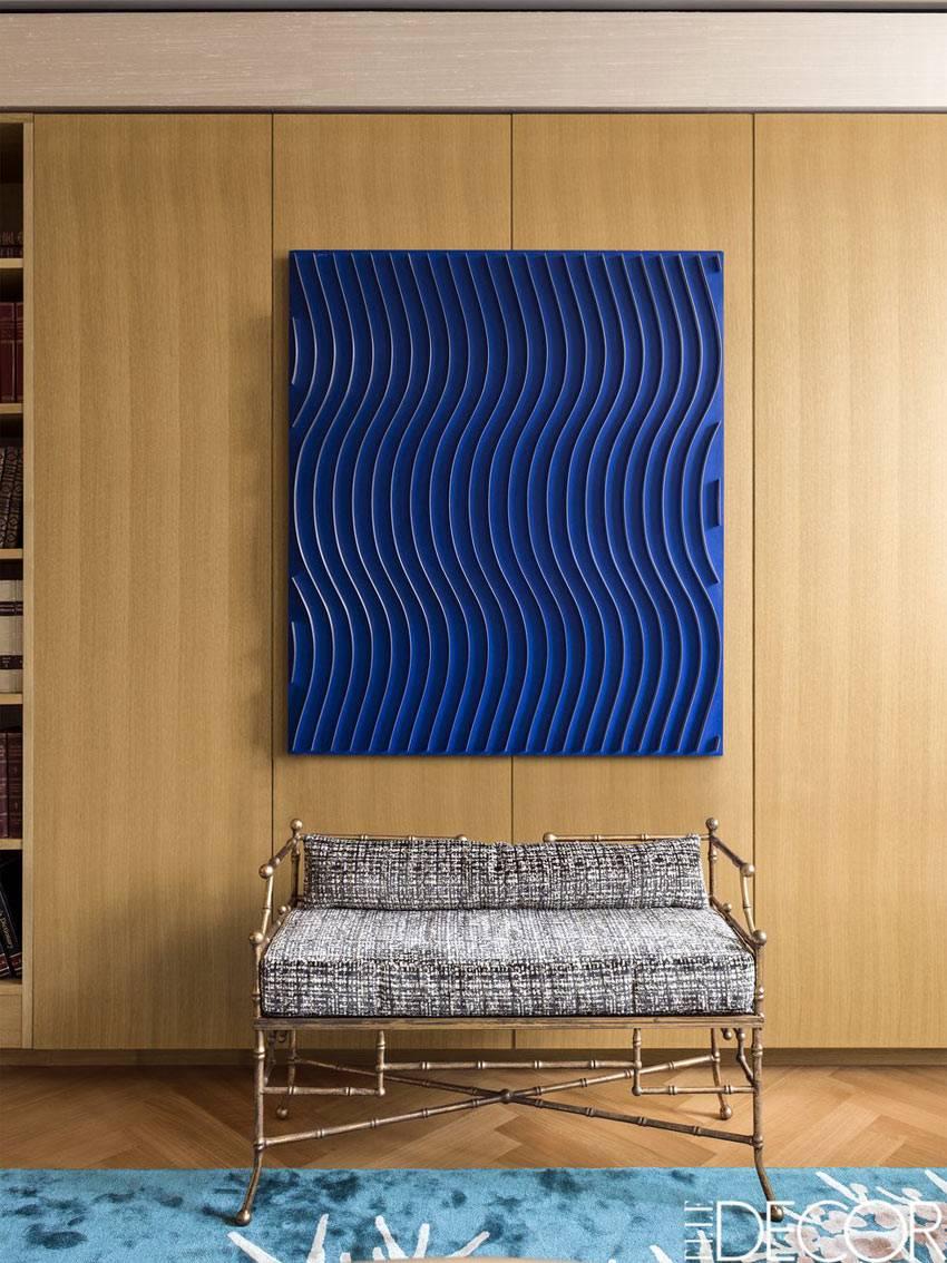 большое синее панно как декор на шкафу фото