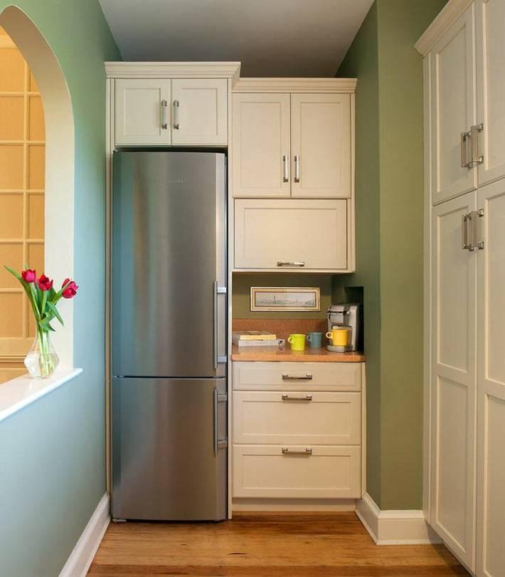 холодильник, встроенный в нишу фото