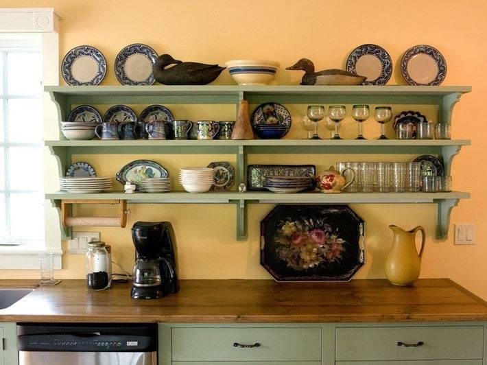 навесные открытые полки для хранения кухонной утвари