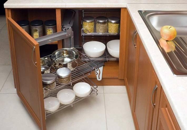 закрытые выдвижные секции на современной кухне