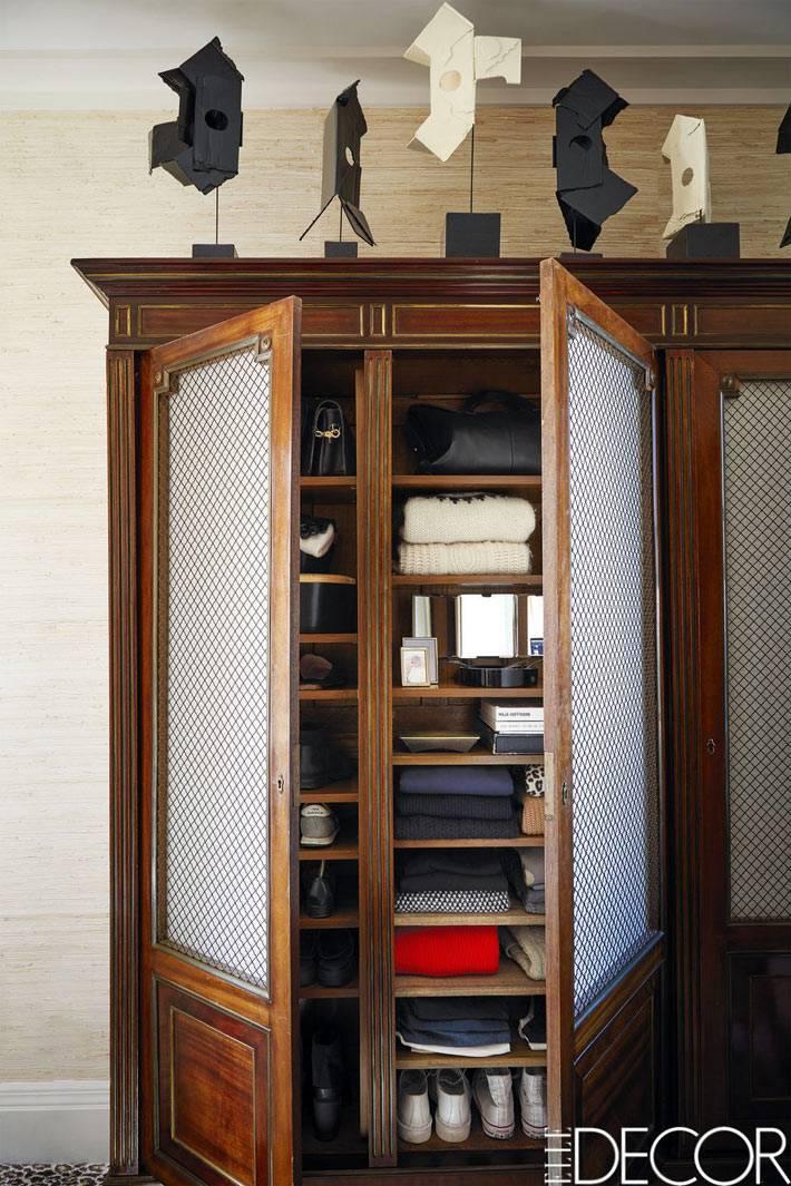 ретро-шкаф для хранения одежды в спальной комнате