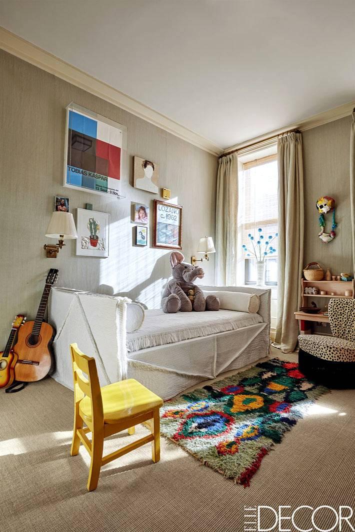 обои оливкового цвета для интерьера детской комнаты