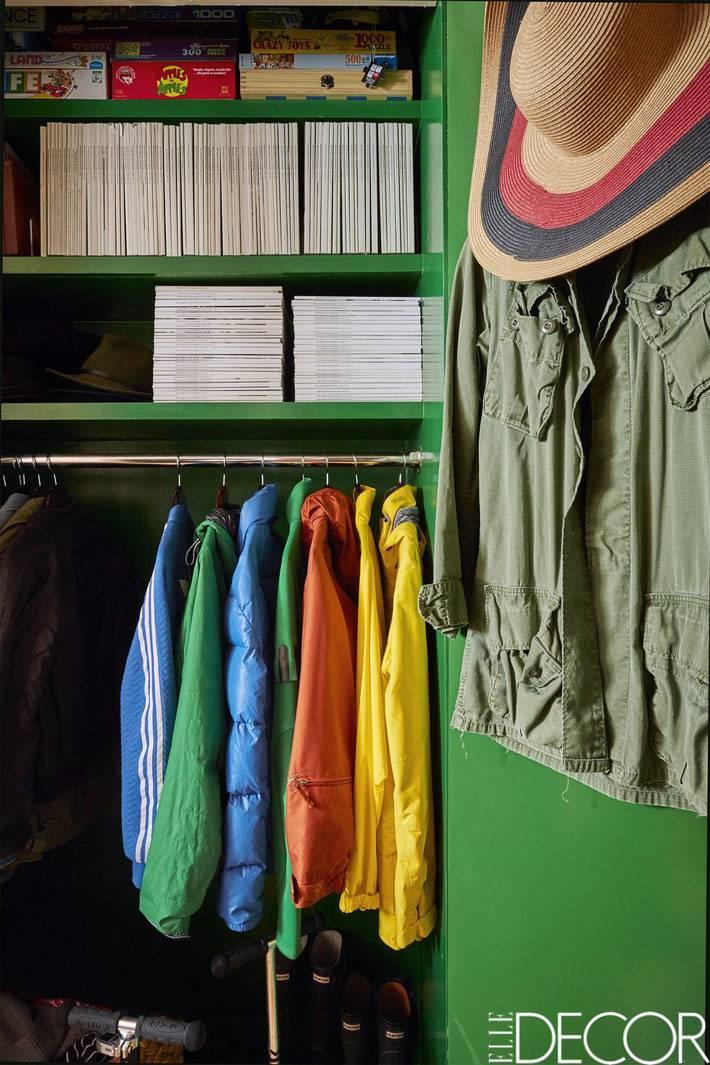 шкаф ззеленого цвета для детской одежды
