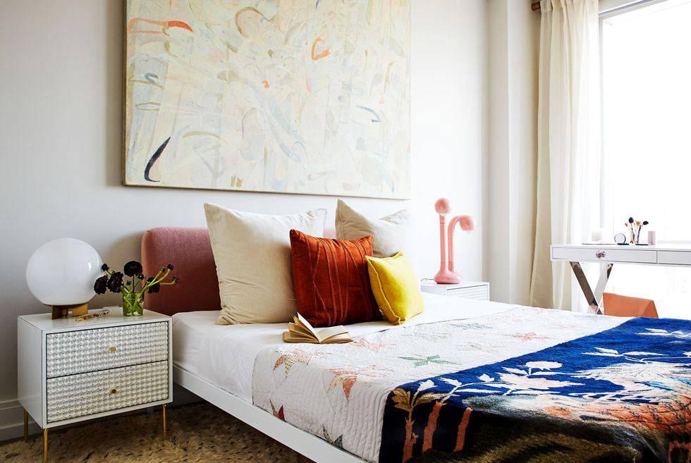 приятный минимализм в женской спальне фото