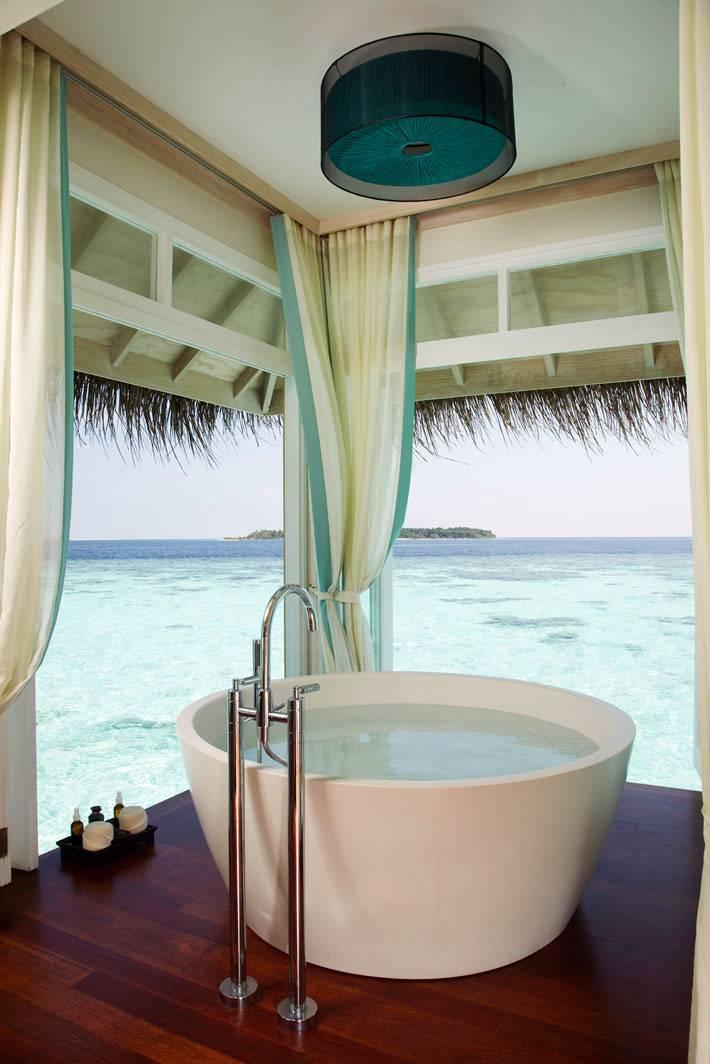 пакретный пол под ванной с видом на море фото