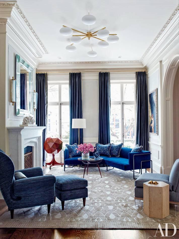 глубокий синий цвет в текстиле и мягкой мебели для дома