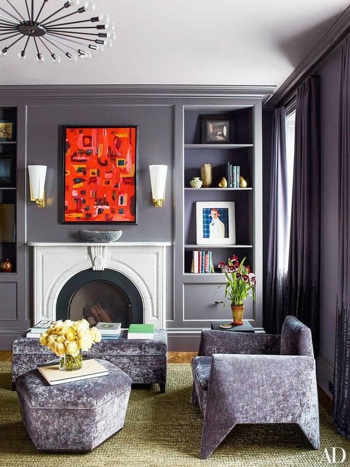 стальной серый цвет на стенах комнаты с камином фото