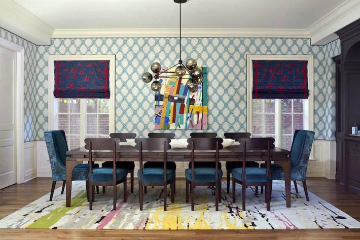 интерьер столовой комнаты напоминает дизайн прошлого