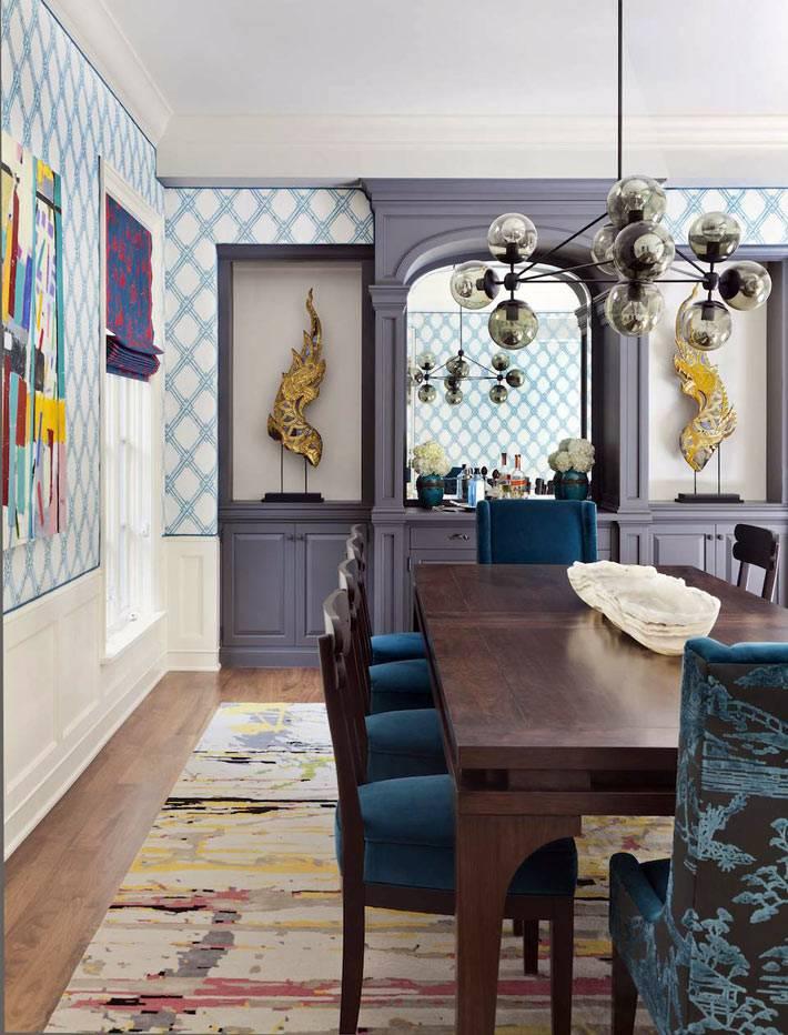 синий и голубой цвет превалируют в дизайне столовой фото
