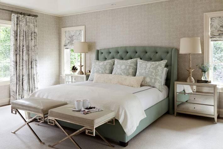 большая кровать оливкового цвета с мягким изголовьем