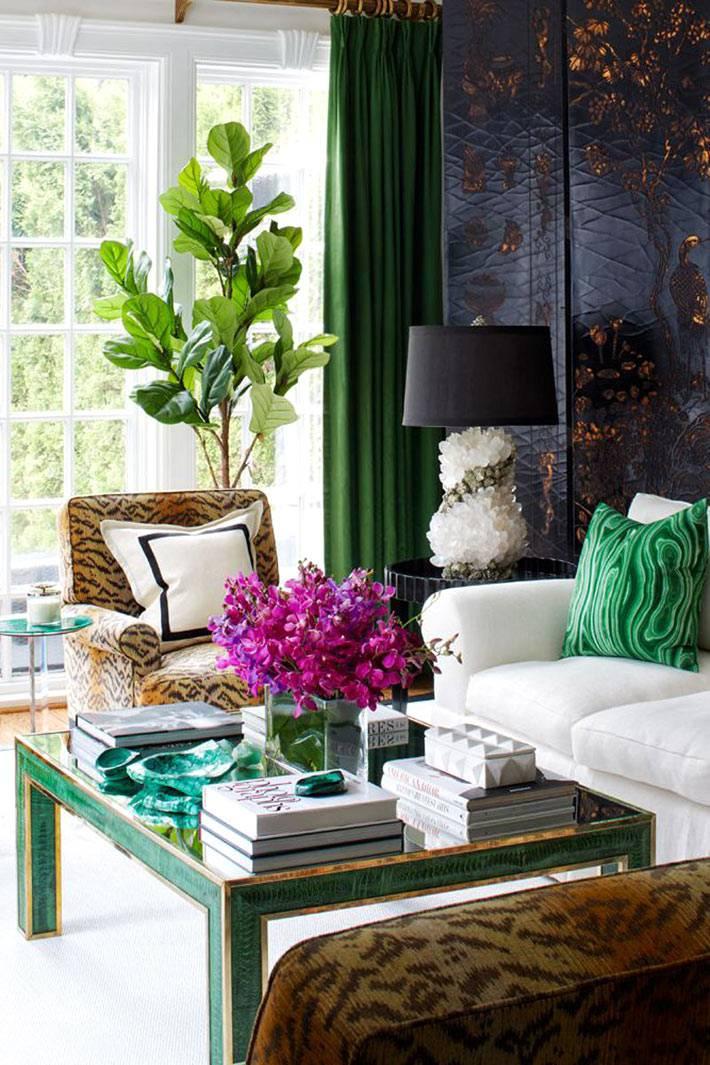 игра красок и текстур в дизайне гостиной красивого дома