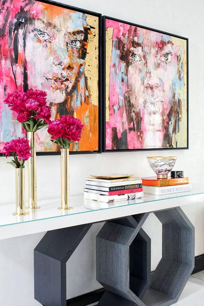 красичные современные картины на стенах дома