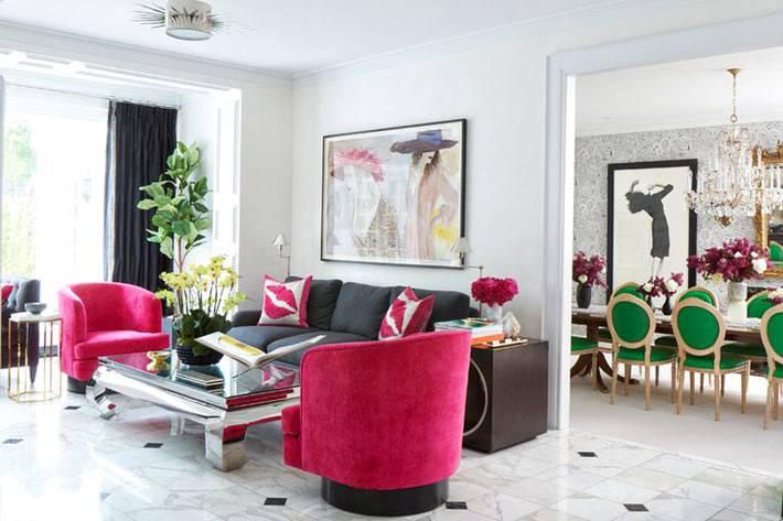 вдохновляющий интерьер дома с яркой мебелью фото
