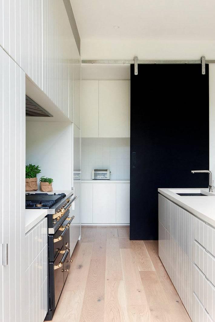 раздвижные двери на кухне не загромождают пространство