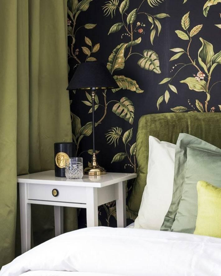 тумба ИКЕА и бархатное изголовье кровати в спальне фото