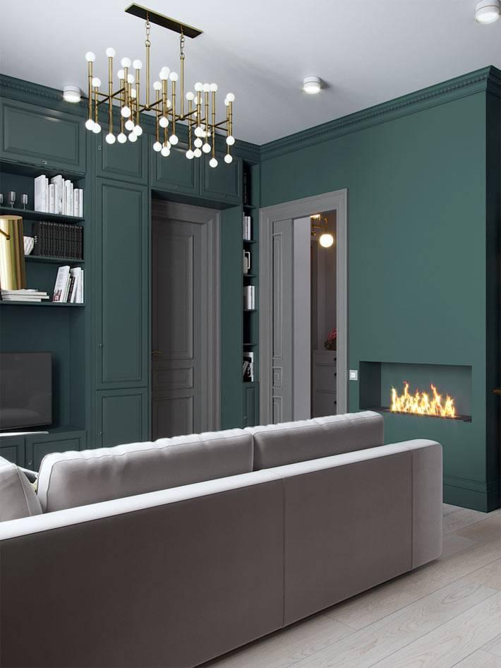 маленькая гостиная в квартире с темно-зелеными стенами фото