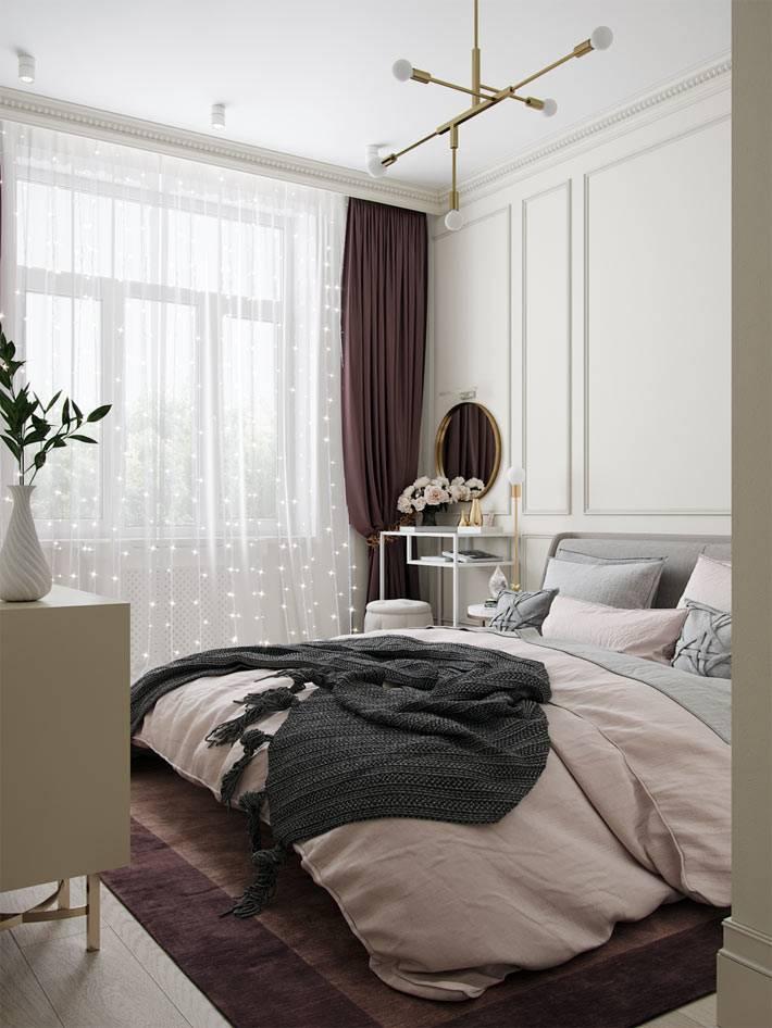оконные гирлянды на большом окне в спальне фото