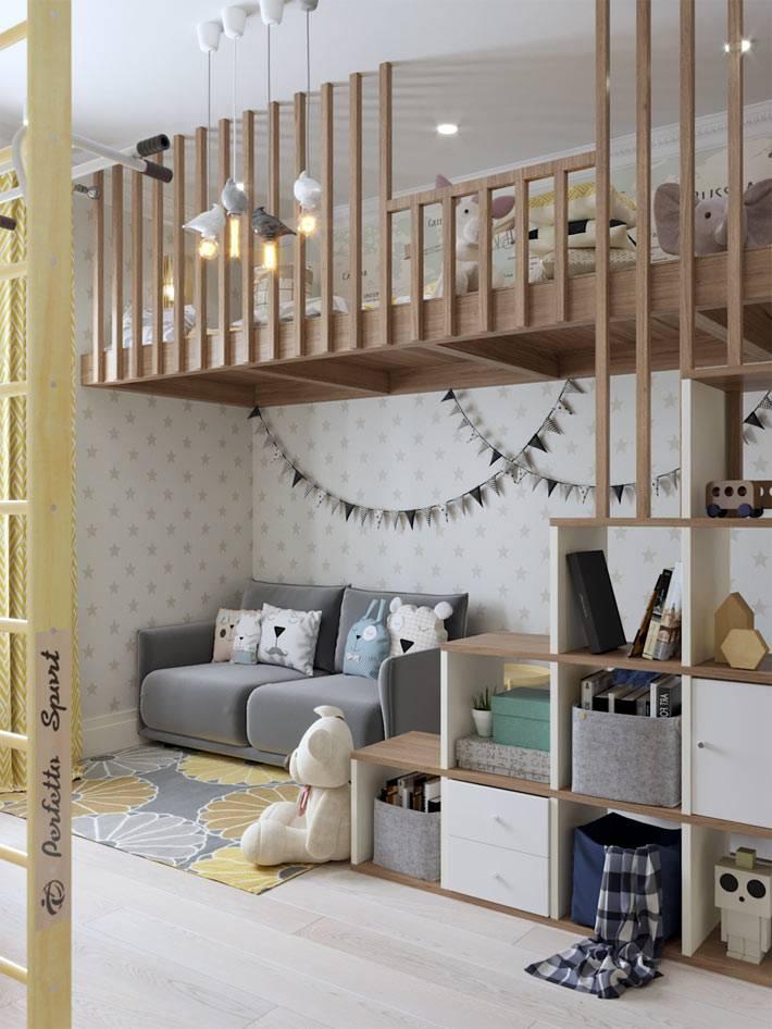 деревянный второй ярус с детскими спальными местами в комнате фото