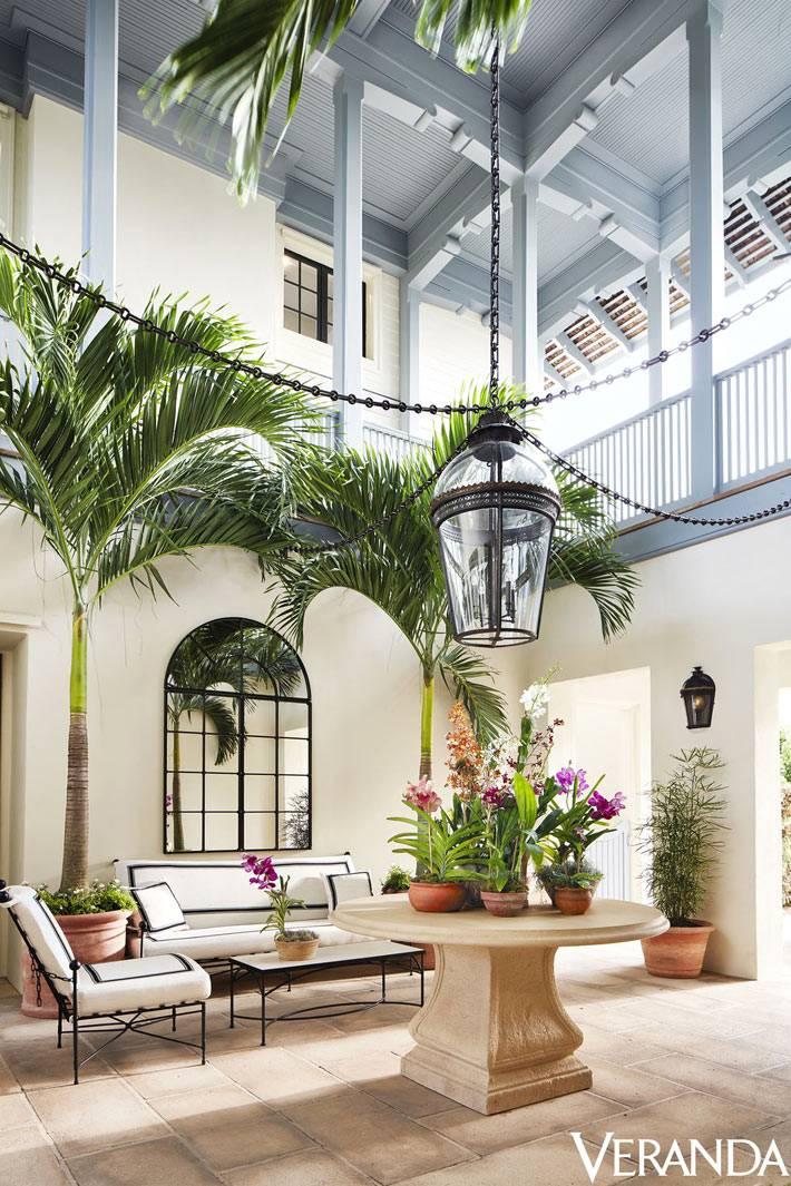 внутренний двор симпатичного отеля во Флориде