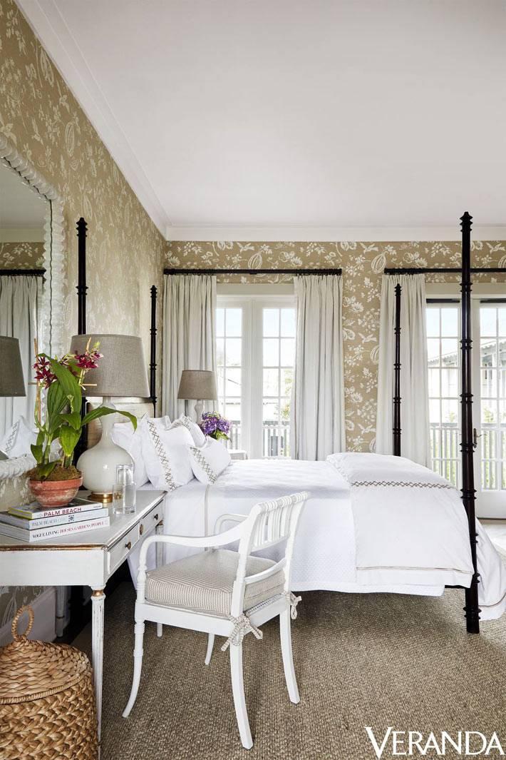 классическое офрмление спальни с кроватью с балдахином