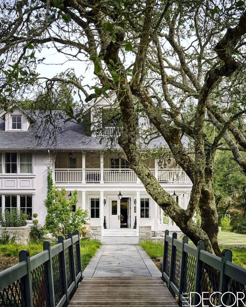 загородный дом в викторианском стиле на берегу озера фото